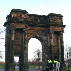 Mounted police officers guarding the McLennan Arch at the northwest entrance to Glasgow Green by Alistair McMillan licensed under CC-BY-3.0.