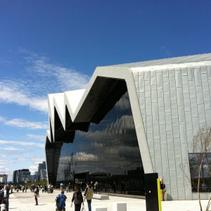 The Riverside Museum front view by Editor 5991 licensed under CC-BY-SA-3.0.